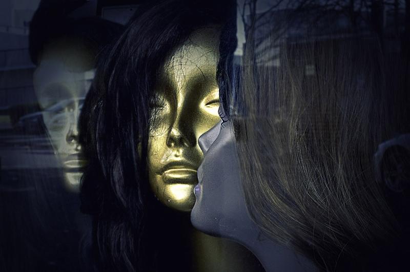 Lynne_Owen-The_Face_in_the_Window-10