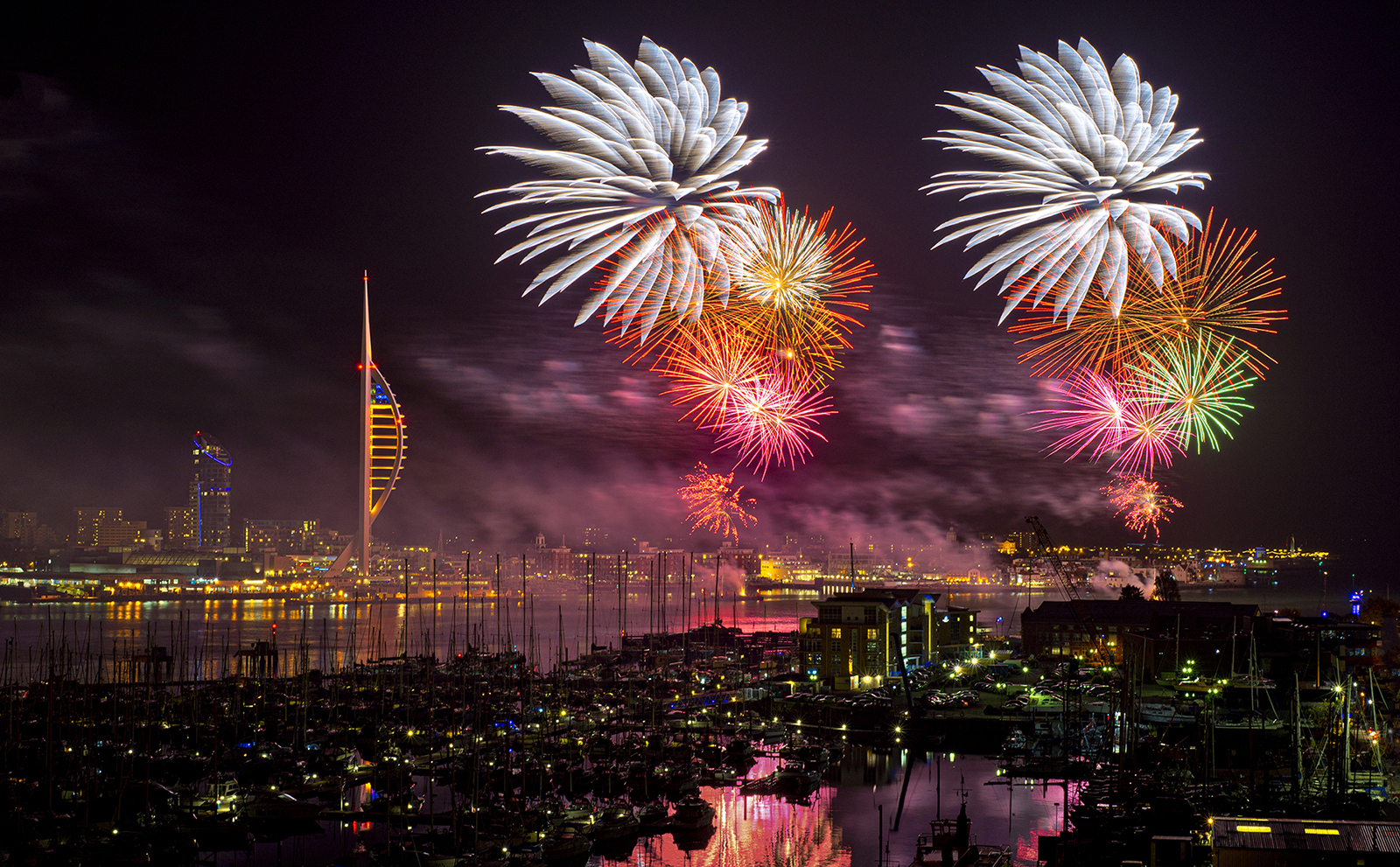 Paul-Adams-Fireworks-over-Portsmouth-Harbour-10