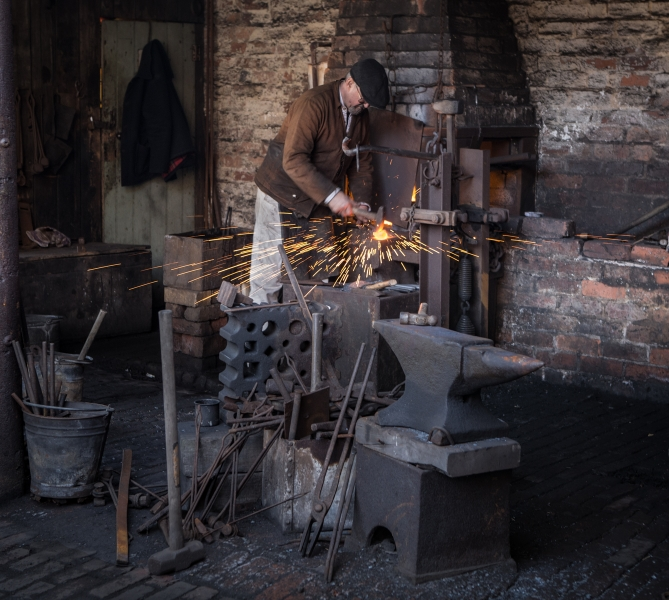 Lorna_Brown-The_Chainmaker's_Yard-9.5