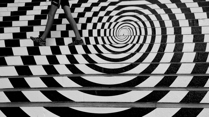 Circles......................................#SPiCollective #streetphotography #ig_streetphotography #ig_street #street_photography #streetphotographer #streetphotographers #streetphotographerscommunity #street_photographer #streetphoto #streetphotos #streetphotografy    #burnmagazine #LensCultureStreets #myfeatureshoot #friendsinperson#fujiX100F#blackandwhite#streetsnappers#steps#circles